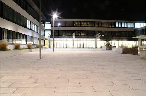 Imagine de stoc gratuită din arhitectură, arhitectură modernă, instituție de învățământ, lumini