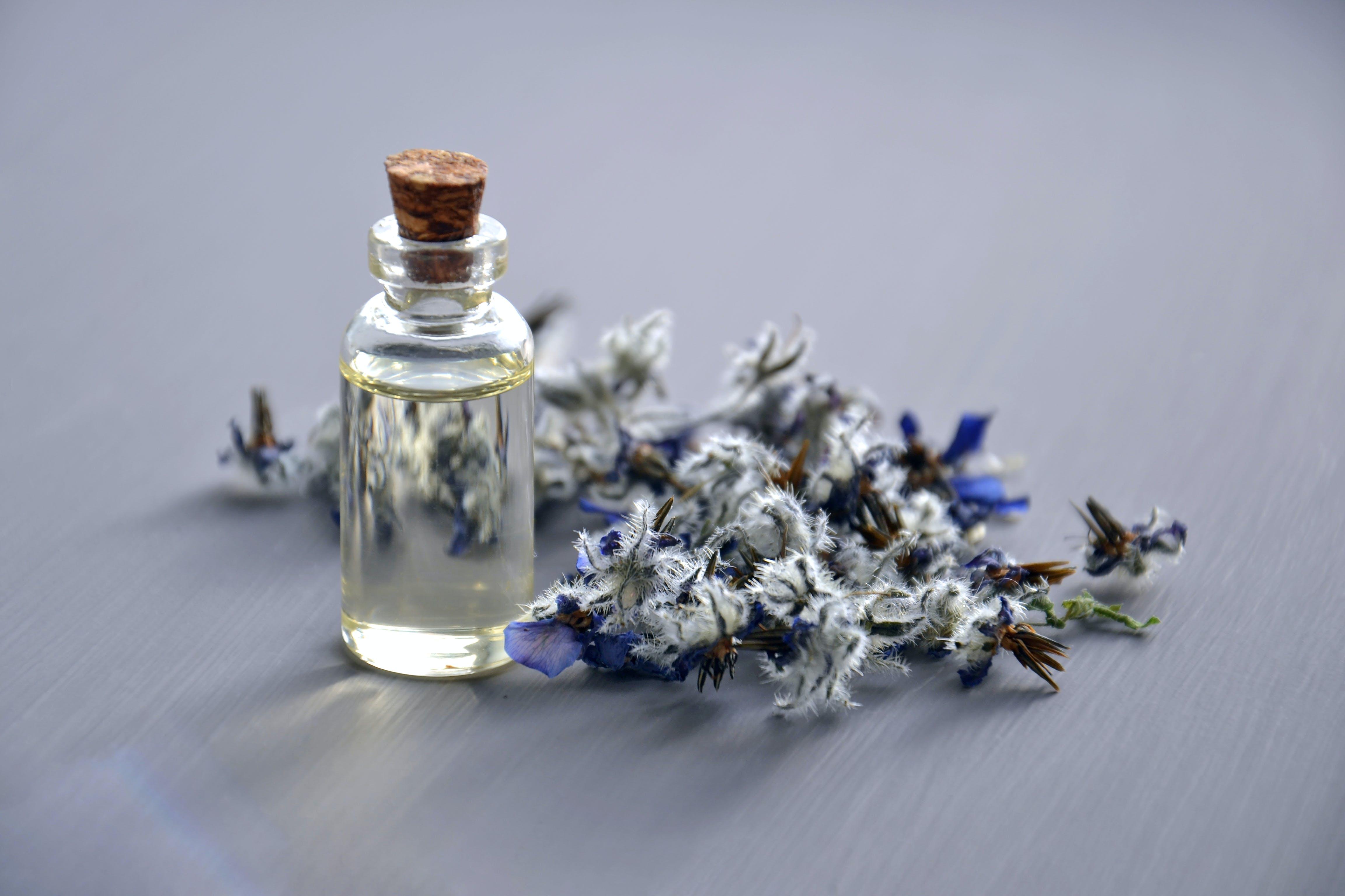 Kostenloses Stock Foto zu aromatherapie, aromatisch, blumen, container