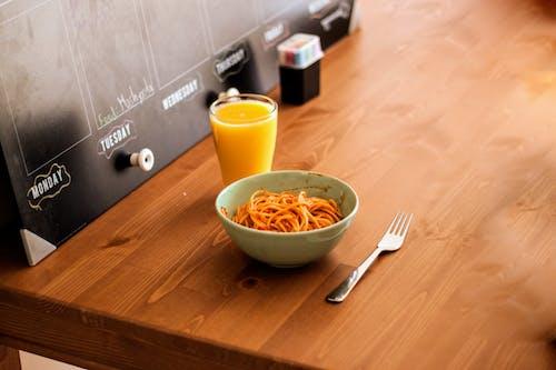 Darmowe zdjęcie z galerii z drewno, ikea, jedzenie, komfortowe jedzenie