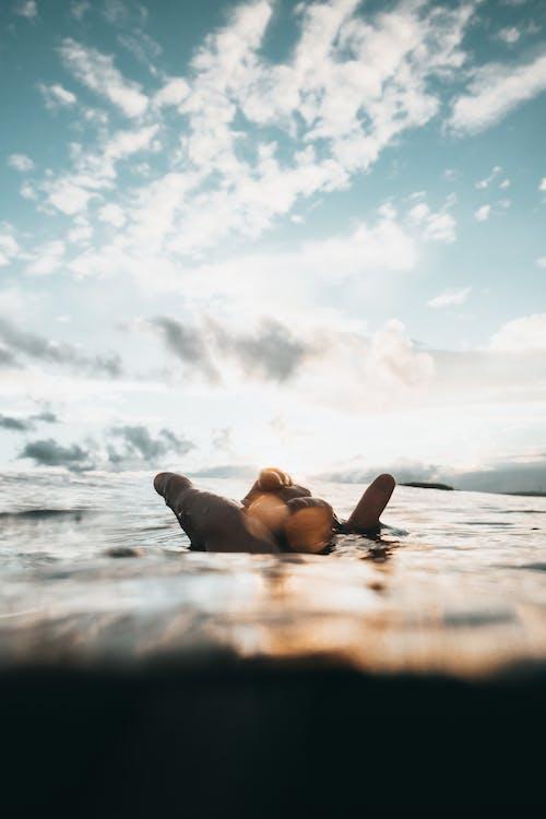 Immagine gratuita di acqua, colori, esterno, luce del giorno