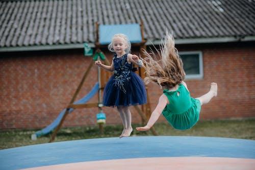 Foto profissional grátis de adulto, alegria, ao ar livre
