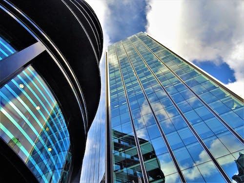 Foto profissional grátis de aço, alto, arquitetura, artigos de vidro