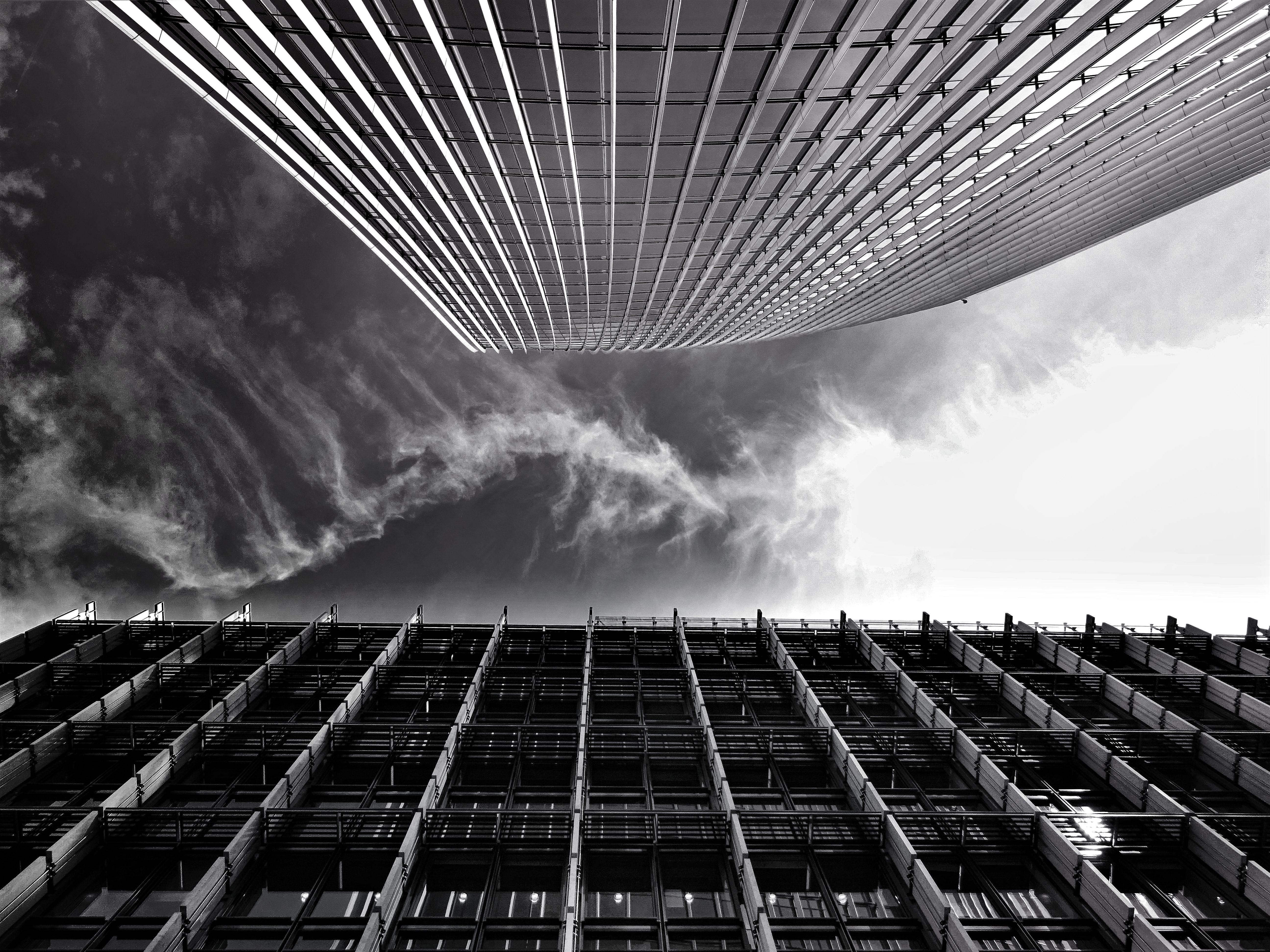 강철, 건물, 건축, 구름의 무료 스톡 사진