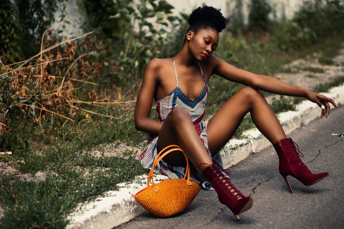 afrikansk-amerikansk kvinne, bruke, dagslys