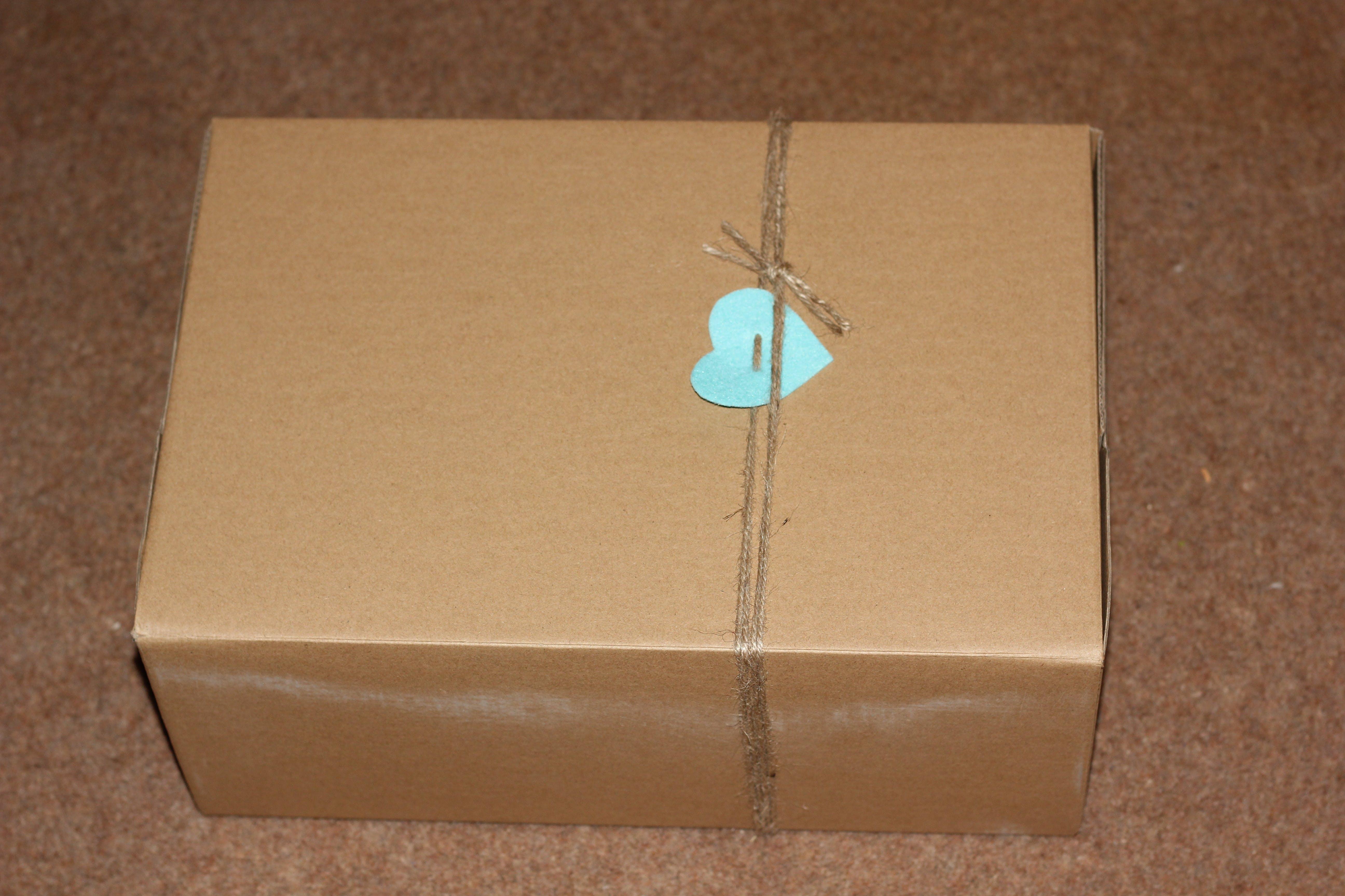 Kostenloses Stock Foto zu post, box, pack, überraschung