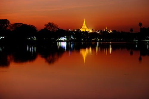 Gratis stockfoto met achtergrondlicht, architectuur, attractie, avond