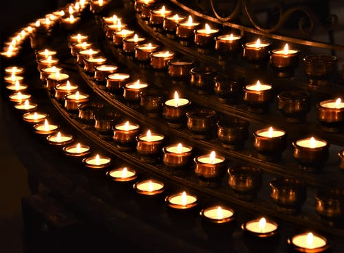 Foto profissional grátis de aceso, altar de vela, ardente