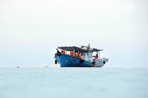 Бесплатное стоковое фото с вода, водный транспорт, голубой, дневной свет