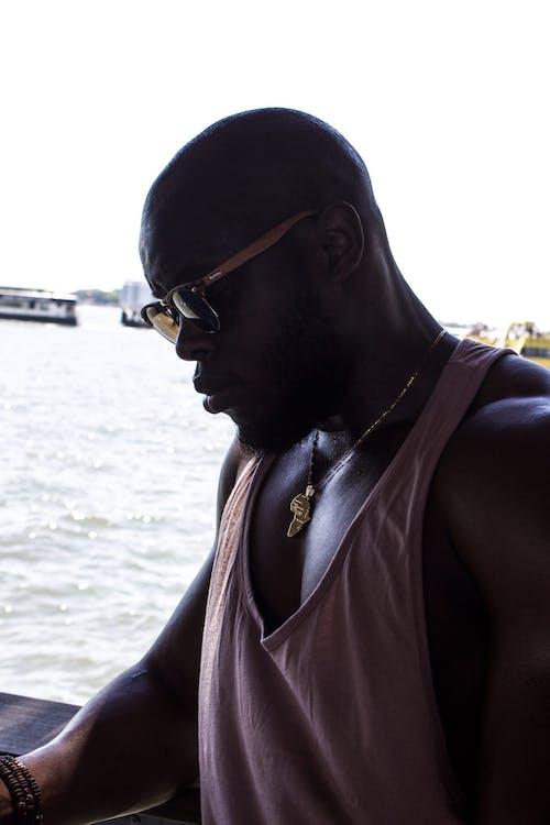 Безкоштовне стокове фото на тему «афроамериканський чоловік, борода, вид збоку, вираз обличчя»