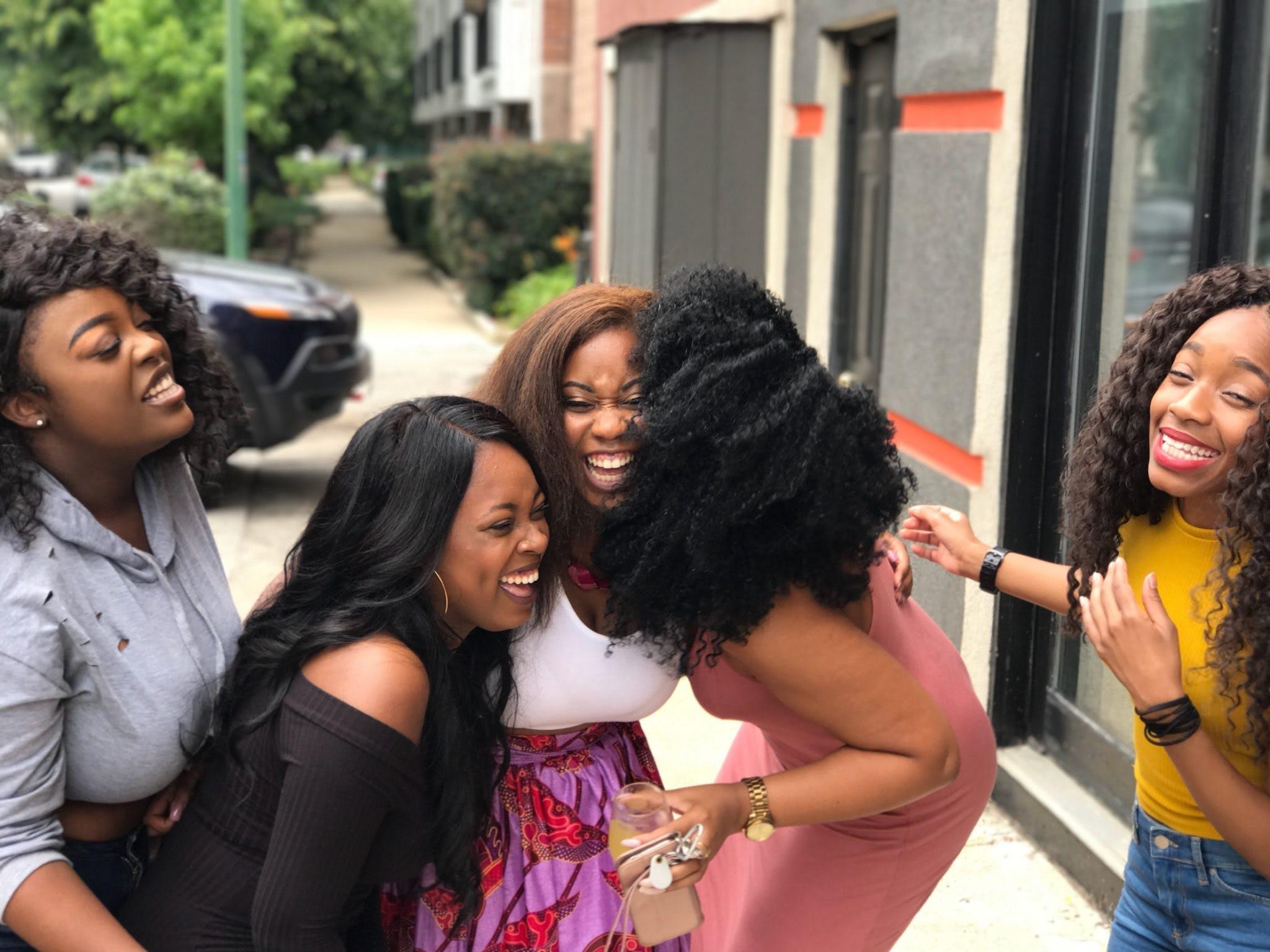 Δωρεάν στοκ φωτογραφιών με αλληλεπίδραση, Άνθρωποι, γέλιο, γυναίκες