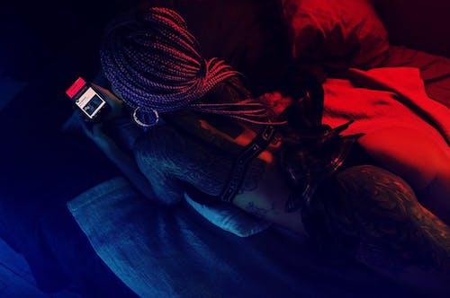 Ilmainen kuvapankkikuva tunnisteilla älypuhelin, asu, henkilö, hiukset