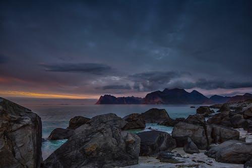 Darmowe zdjęcie z galerii z chmura, fiord, formacja skał