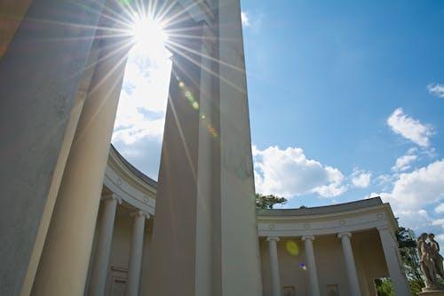 Безкоштовне стокове фото на тему «архітектура, будівля, відблиск сонця, небо»