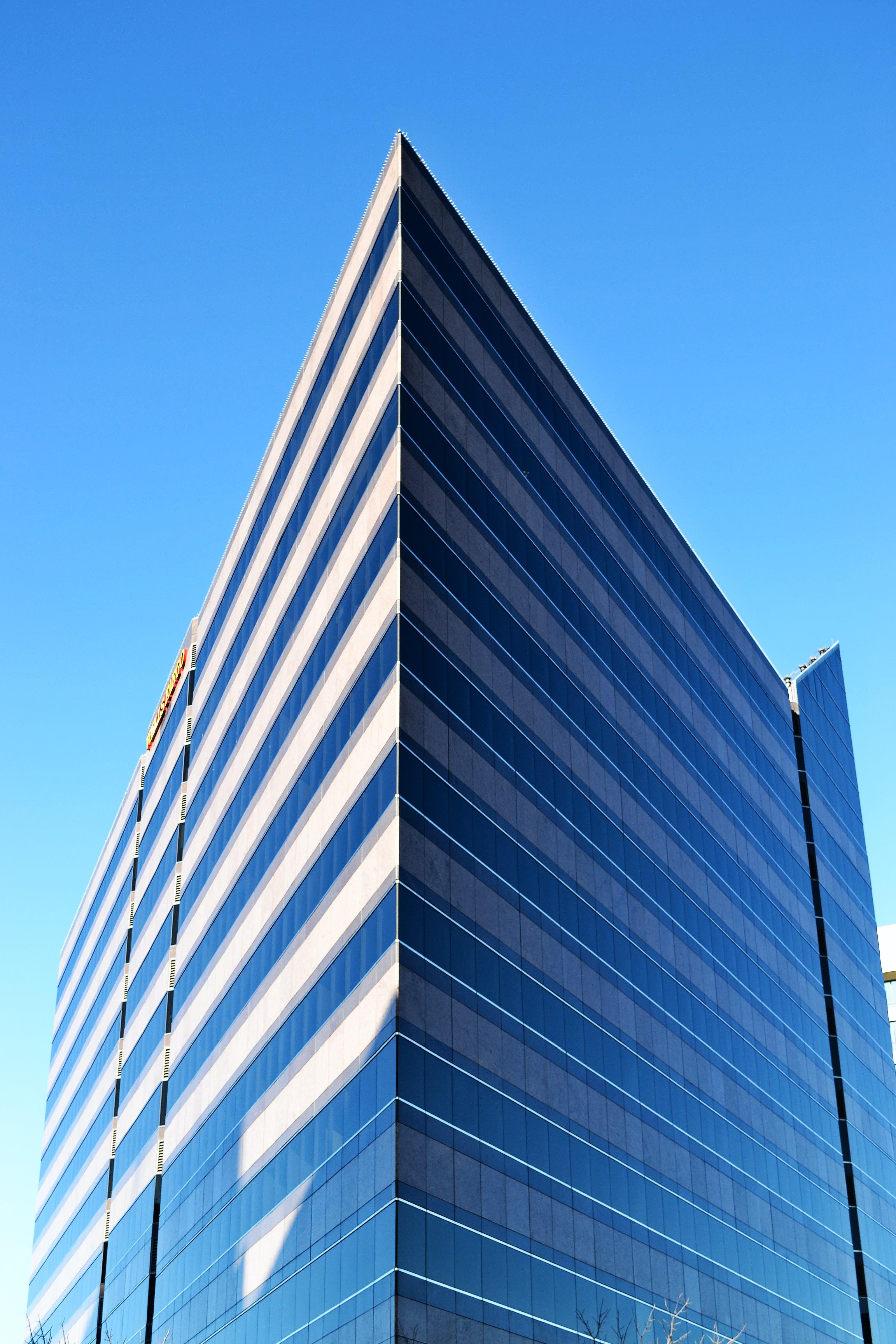 Fotos de stock gratuitas de acero, arquitectura, artículos de cristal, cielo azul