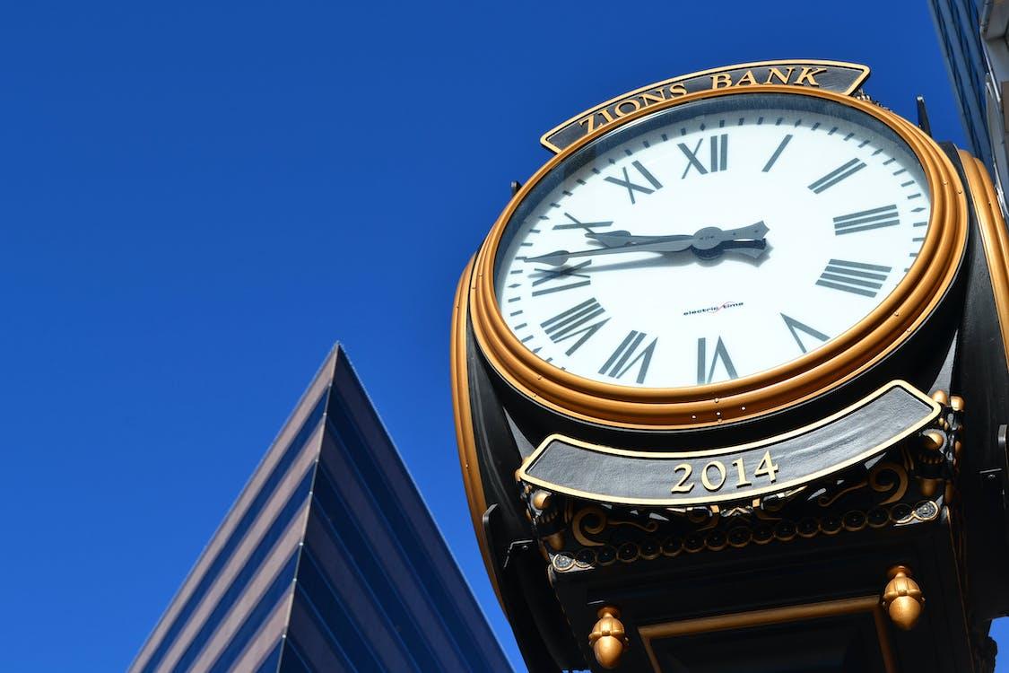 budynek, błękitne niebo, czas