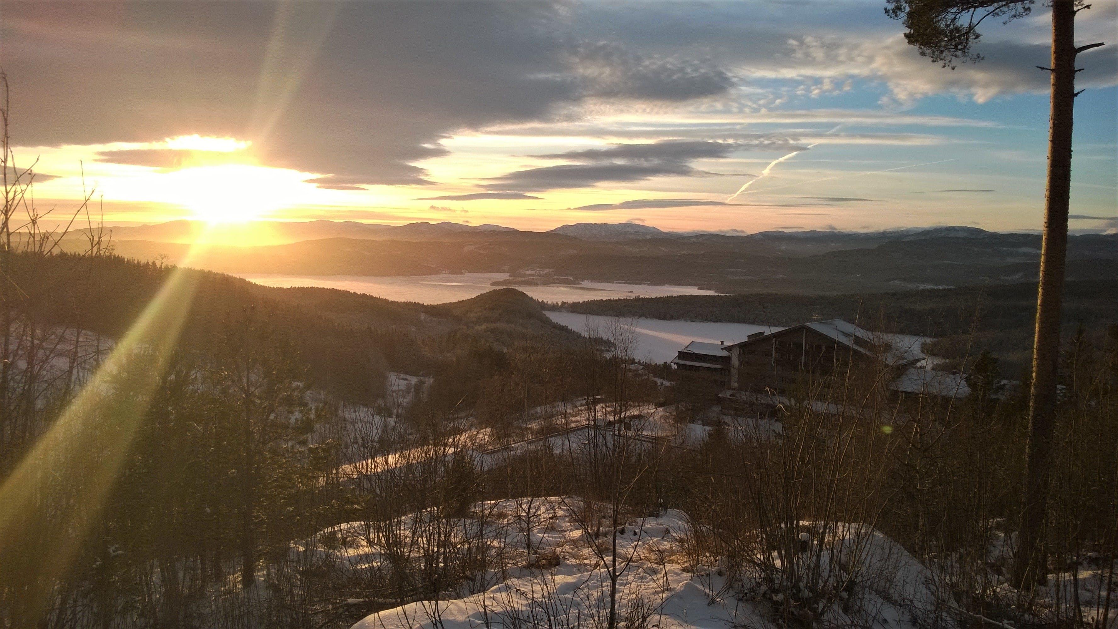Fotobanka sbezplatnými fotkami na tému chladný, hory, krajina, lúče slnka