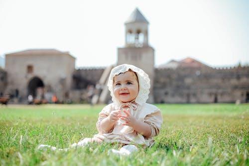 Gratis stockfoto met aanbiddelijk, baby, baby jurk
