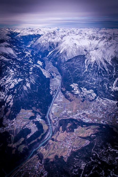 Gratis stockfoto met bergen, bergketen, besneeuwde top, bird's eye view