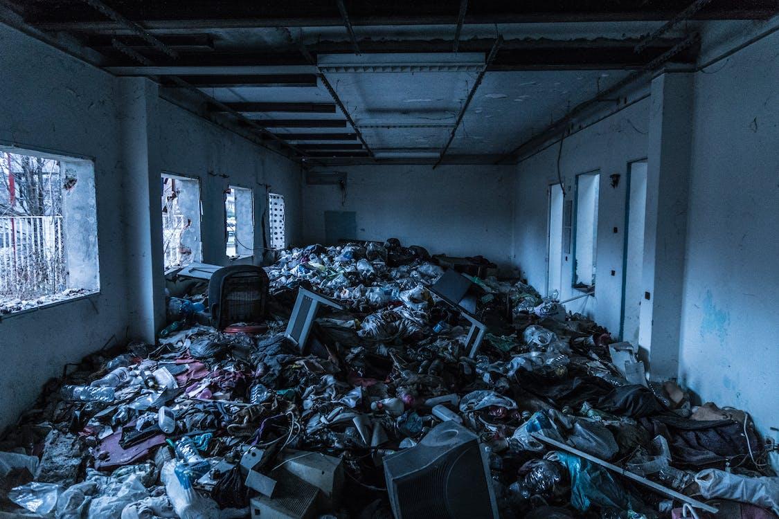 в помещении, грязный, Заброшенное здание