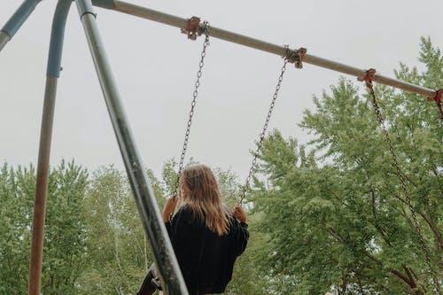 Základová fotografie zdarma na téma dítě, dřevo, holka