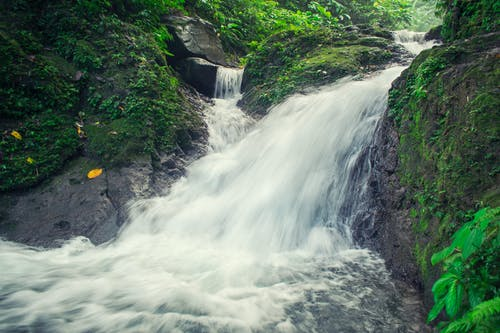 Gratis lagerfoto af å, bjerg, dagtimer, flow