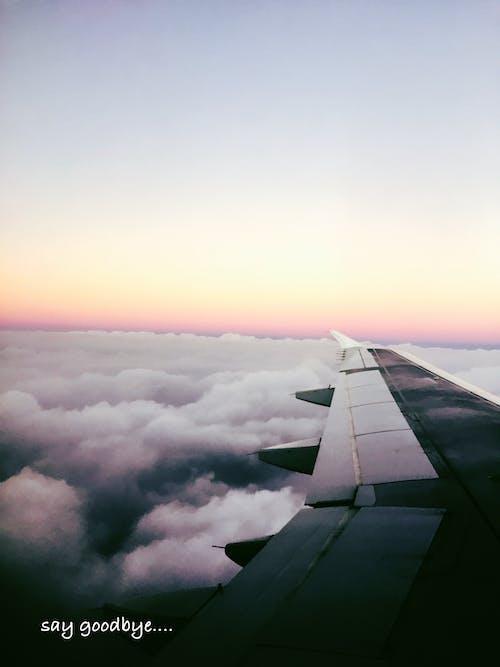 Gratis stockfoto met vliegtuig, wolk