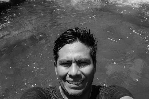 Základová fotografie zdarma na téma černobílý, Chile, dovolená, muž