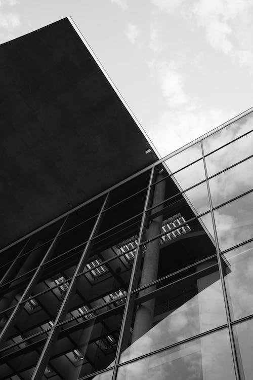 Kostenloses Stock Foto zu architektonische säule, architektur, ausleuchtung