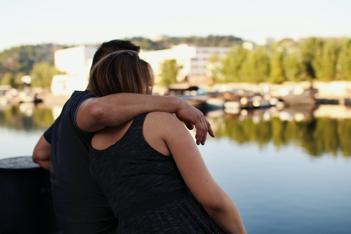 abrazando, abrazar, abrazo