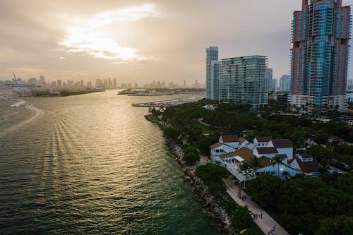 Ingyenes stockfotó épületek, felhőkarcolók, felhős ég témában