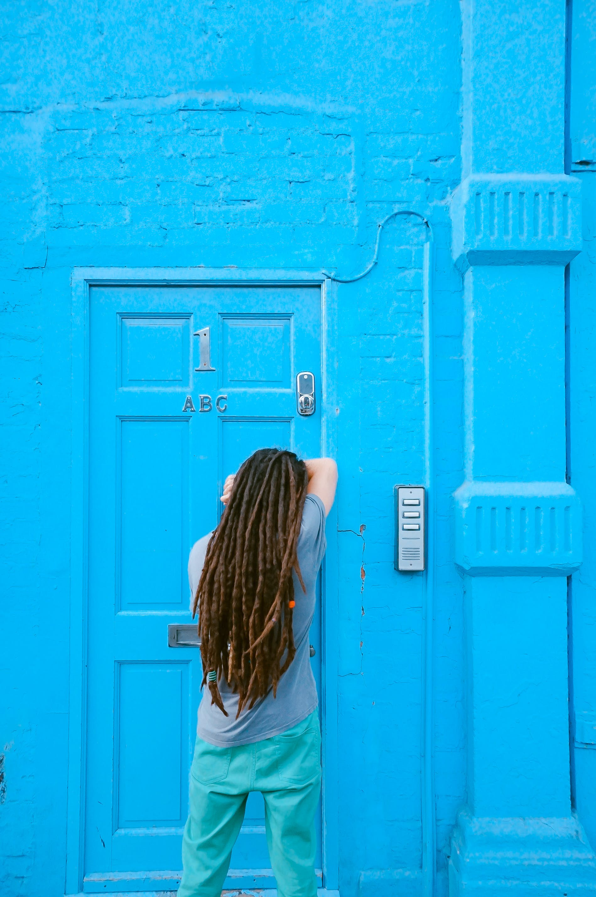 Kostenloses Stock Foto zu außen, blau, eingang, frisur