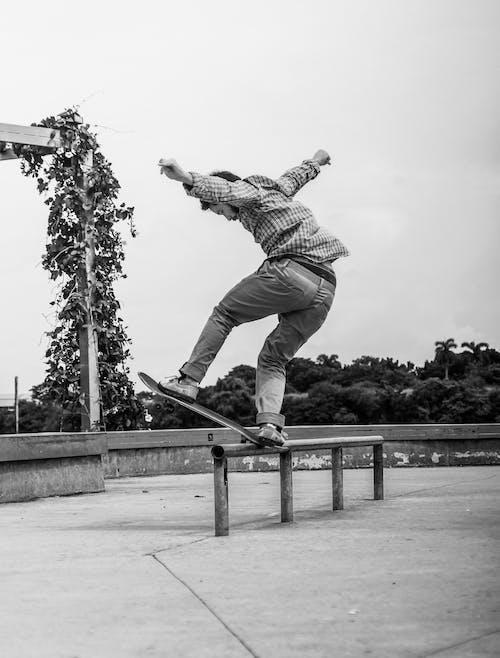 Foto profissional grátis de agilidade, andar de esqueite, andar de skate