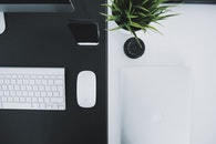 iphone, desk, macbook pro