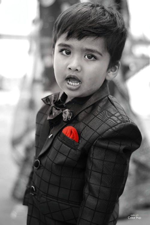 Бесплатное стоковое фото с брызги краски, мальчик, милый, черно-белый