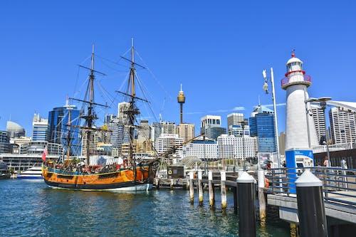 Foto d'estoc gratuïta de aigua, arquitectura, barca, ciutat