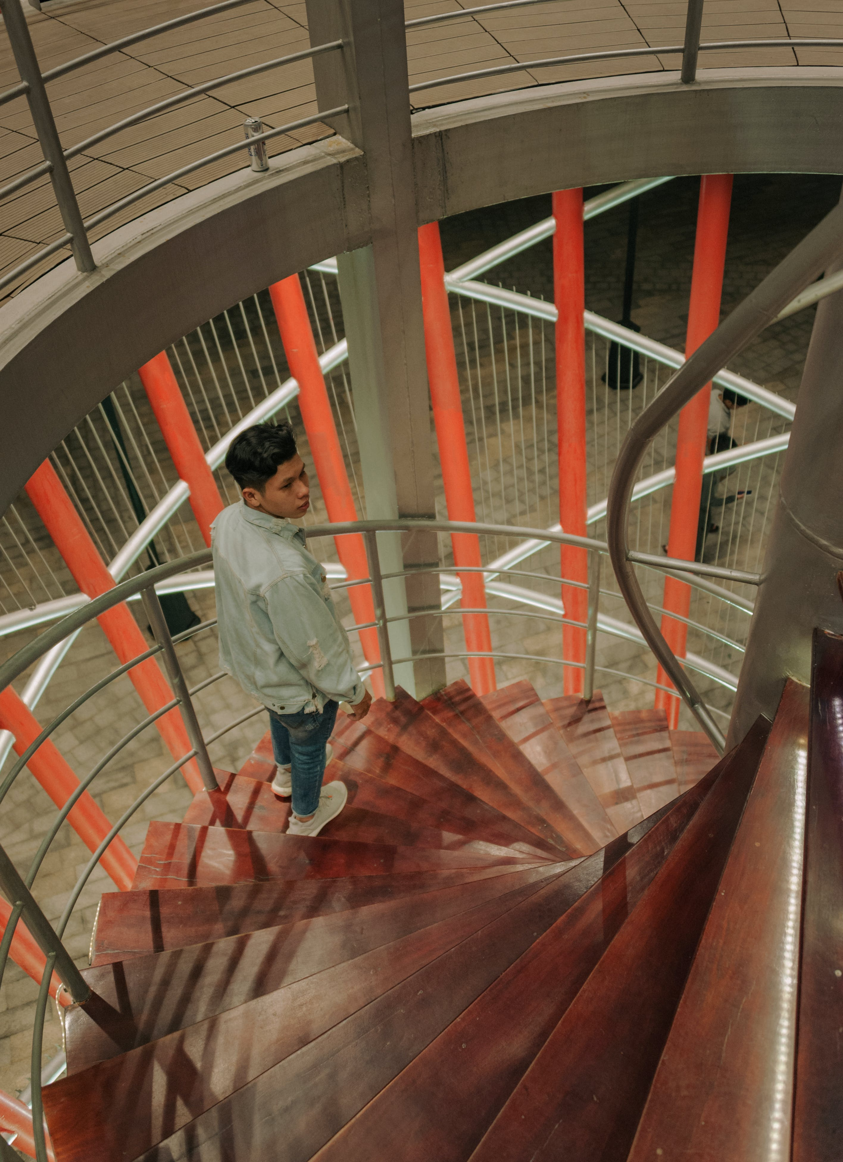 Man Wearing Gray Long-sleeved Top at the Staircase