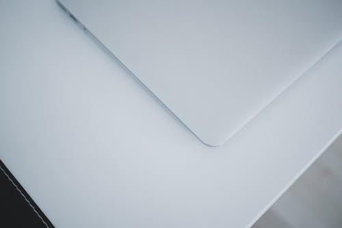 Kostenloses Stock Foto zu laptop, raum, sauber, schreibtisch