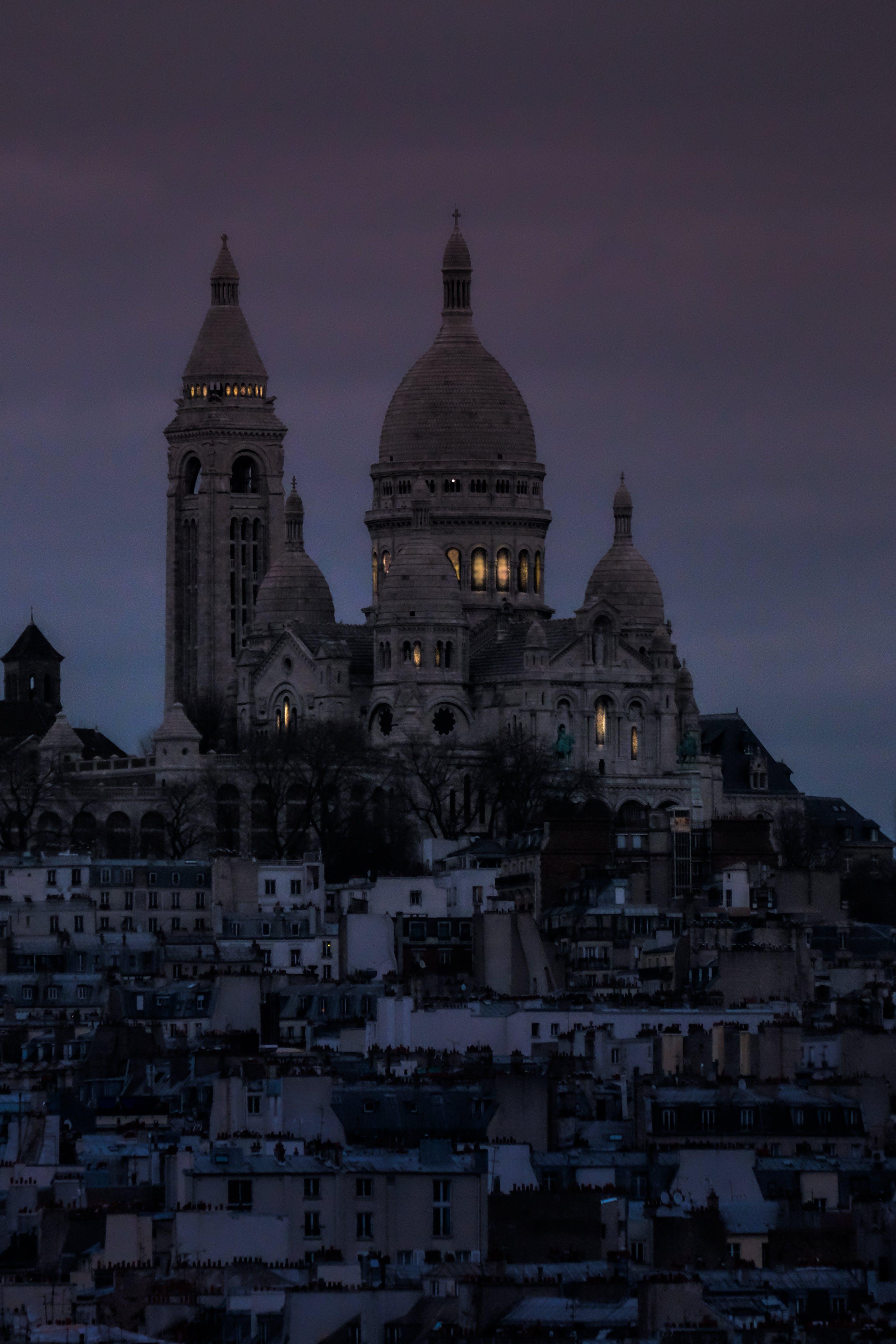 Δωρεάν στοκ φωτογραφιών με αστική ζωή, βασιλική εκκλησία, Βασιλική της Ιερής Καρδιάς του Παρισιού, βραδινός ουρανός