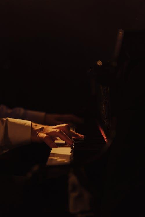 Kostnadsfri bild av fingrar, händer, instrument