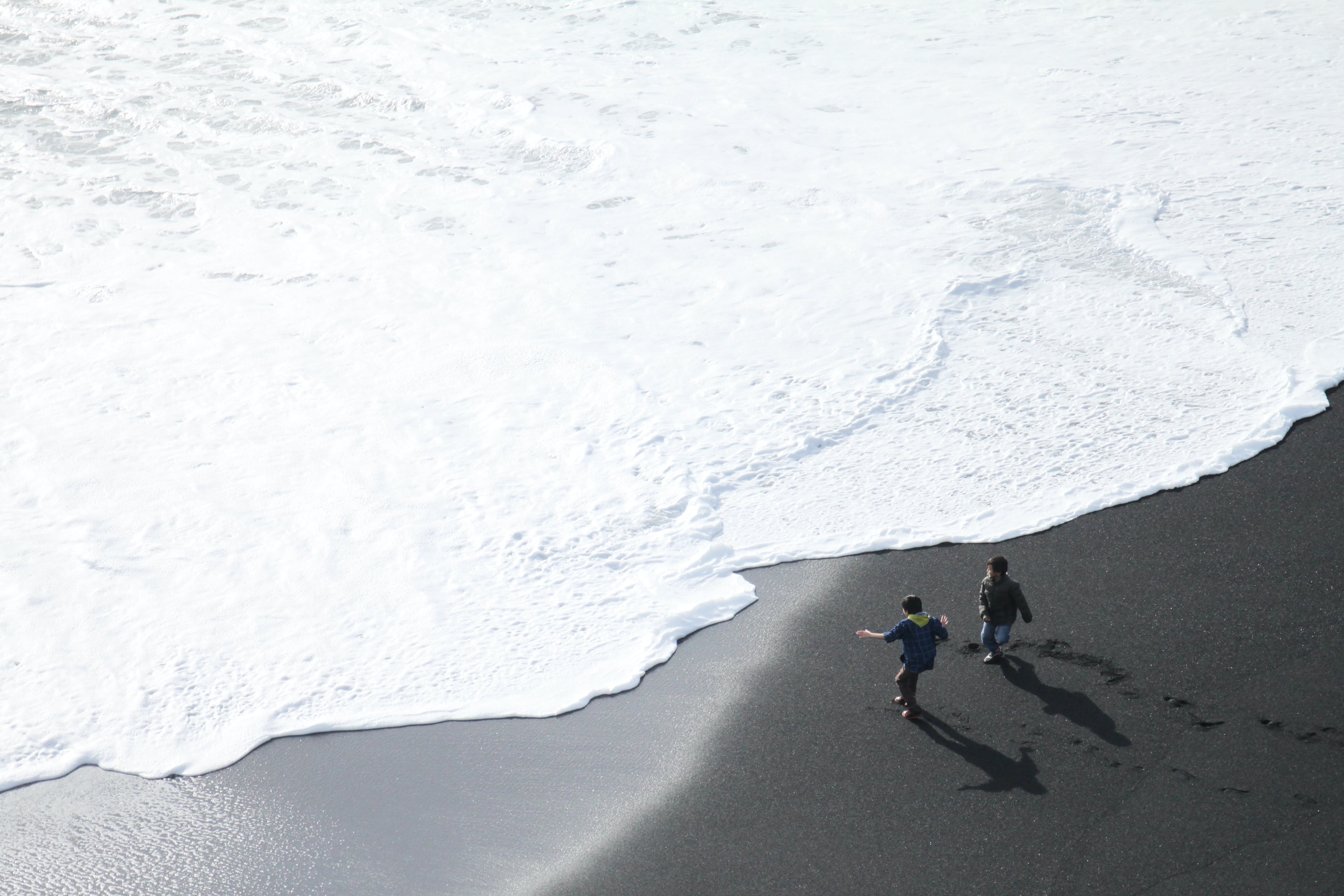 Foto profissional grátis de água, aventura, beira-mar, com frio
