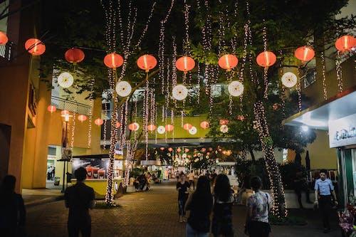 人群, 商業, 城市, 夜間攝影 的 免费素材照片