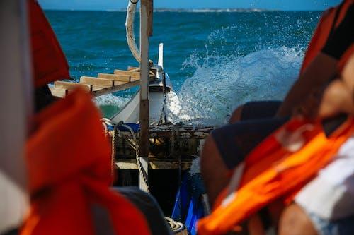Gratis arkivbilde med båt, bruke, bølger, dagtid