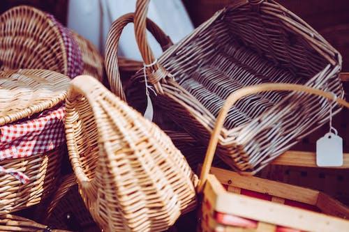 Foto profissional grátis de artes aplicadas, artesanato, cestas, cestos decorativos
