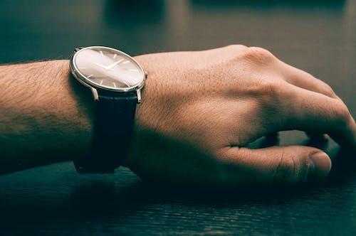 Foto d'estoc gratuïta de mà, moda, rellotge de polsera, temps