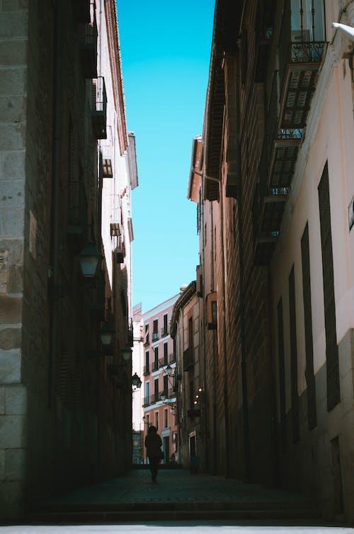 Foto stok gratis Arsitektur, balkon, bangunan, cahaya