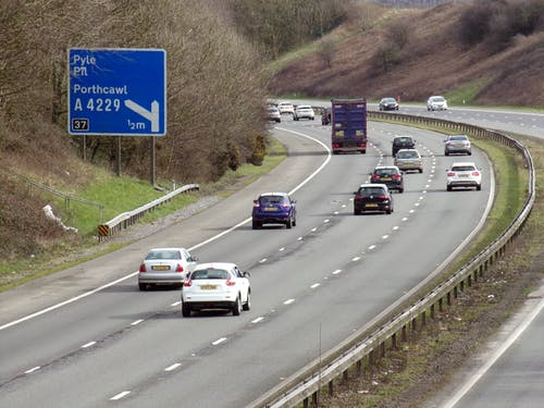 Foto d'estoc gratuïta de automobilisme, autopista, bridgend, carretera