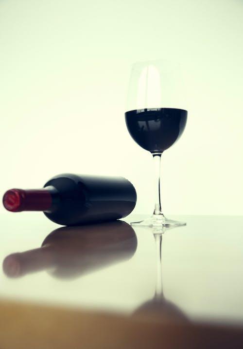 Бесплатное стоковое фото с бокал вина, бутылка вина, вино, красное вино