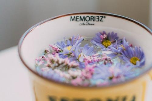 Foto stok gratis buatan tangan, bunga, cangkir