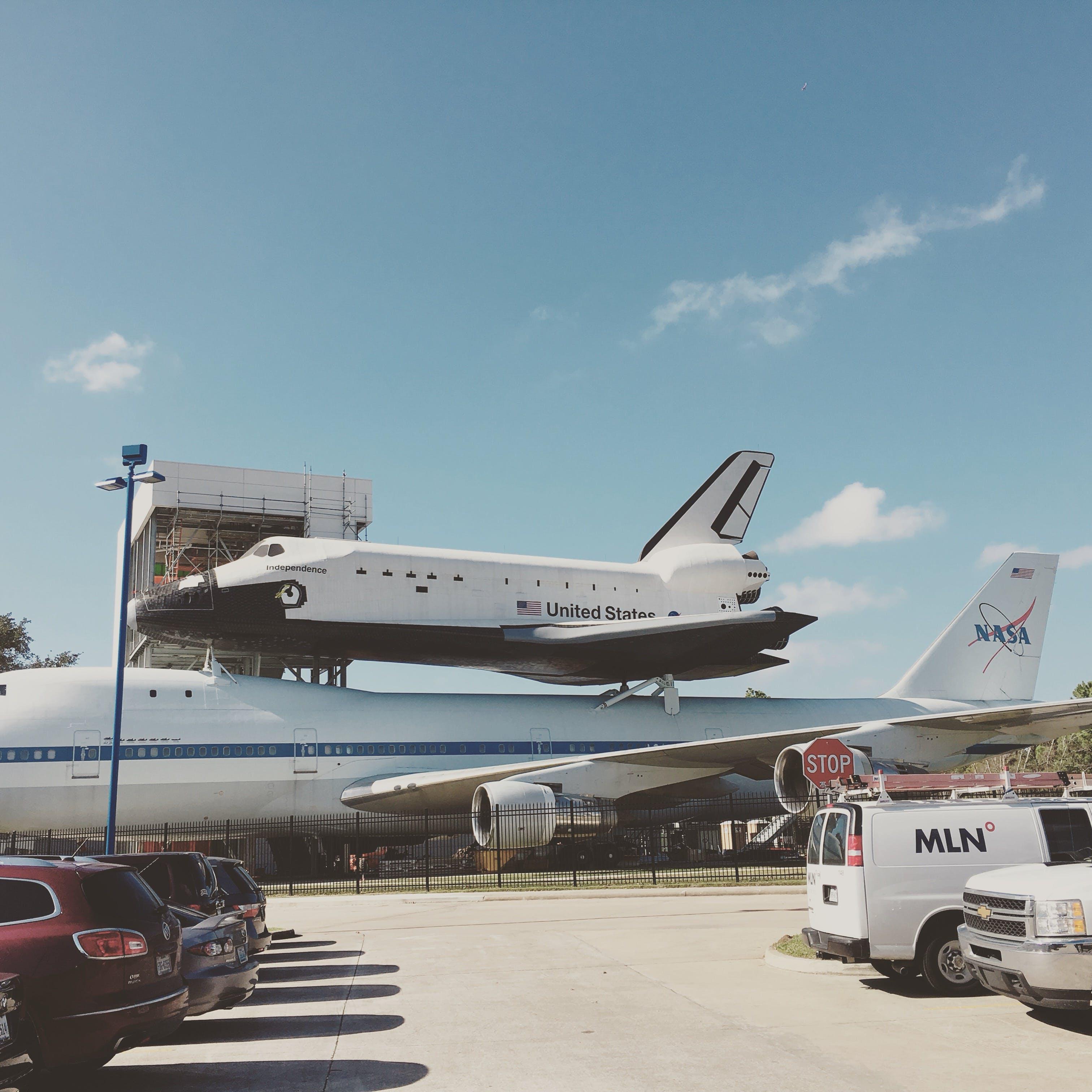 คลังภาพถ่ายฟรี ของ กระสวยอวกาศ, ขับเครื่องบิน, ตอนกลางวัน, ท้องฟ้า