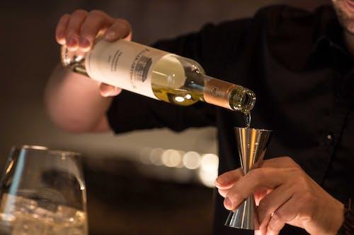 Бесплатное стоковое фото с алкоголь, бутылка, в помещении, вино
